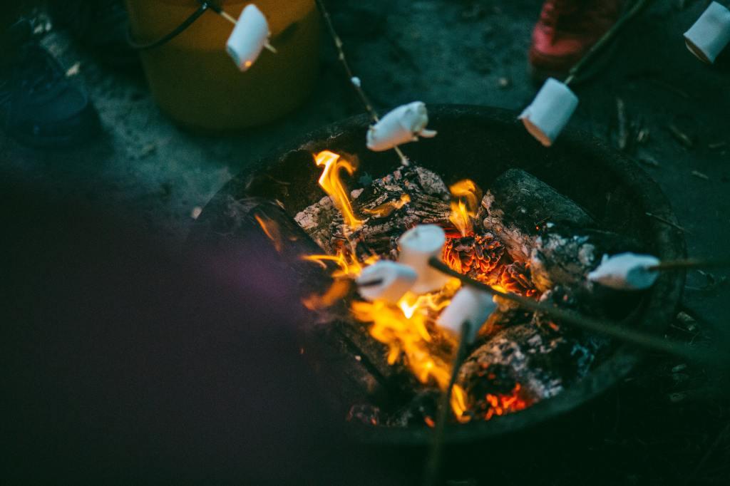 Doğayla Buluştuğunda Yapabileceğin 10 Pratik Kamp Yemeği